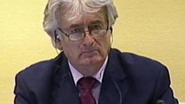 L'ancien chef politique des Serbes de Bosnie Radovan Karadzic lors de son procès, le 3 novembre 2009. (France 2)