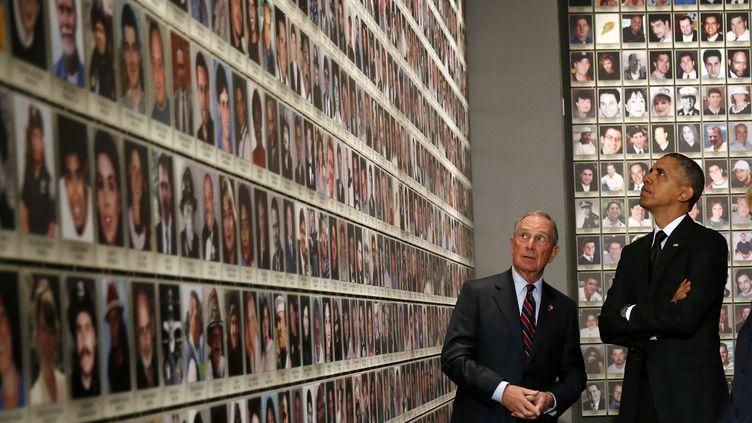 Le président américain, Barack Obama, et l'ancien maire de New York, Michael Bloomberg, inaugurent le musée du 11-Septembre à New York (Etats-Unis), le 15 mai 2014. (KEVIN LAMARQUE / REUTERS)