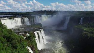 Pour le deuxième épisode de son feuilleton, France 2 s'est rendue en pleine forêt tropicale entre le Brésil et l'Argentine, aux chutes d'Iguaçu. (FRANCE 2)