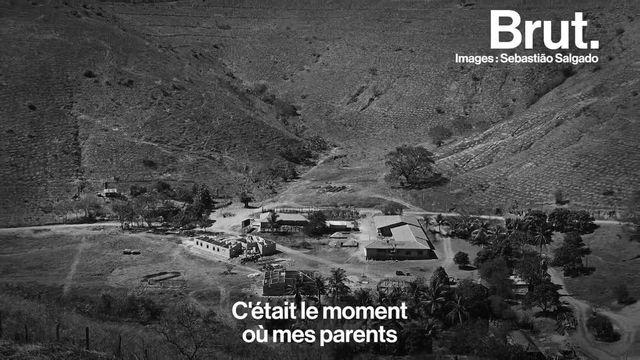 Les puits de pétrole incendiés du Koweït, les orphelins du Zaïre... 4 photos qui ont marqué la vie du photographe brésilien Sebastião Salgado.