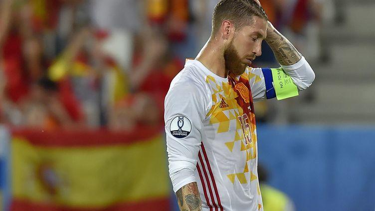 Sergio Ramos, le 21 juin 2016, sur la pelouse duMatmut Atlantique stadium de Bordeaux face à la Croatie. (LOIC VENANCE / AFP)