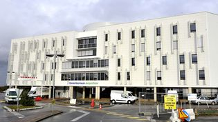 L'hôpital de Bourges (Cher), où a été transportée une fillette de 6 ans, victime de maltraitance, le 30 décembre 2017. (MAXPPP)