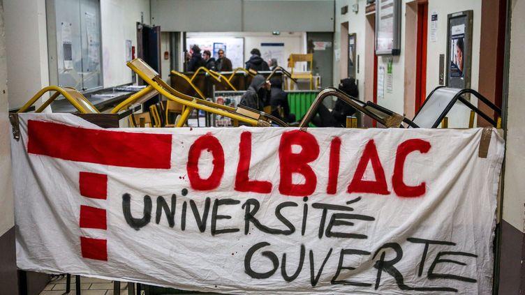 Blocage sur le site de Tolbiac à l'université Paris 1-Panthéon Sorbonne, en mars et avril 2018. (MAXPPP)