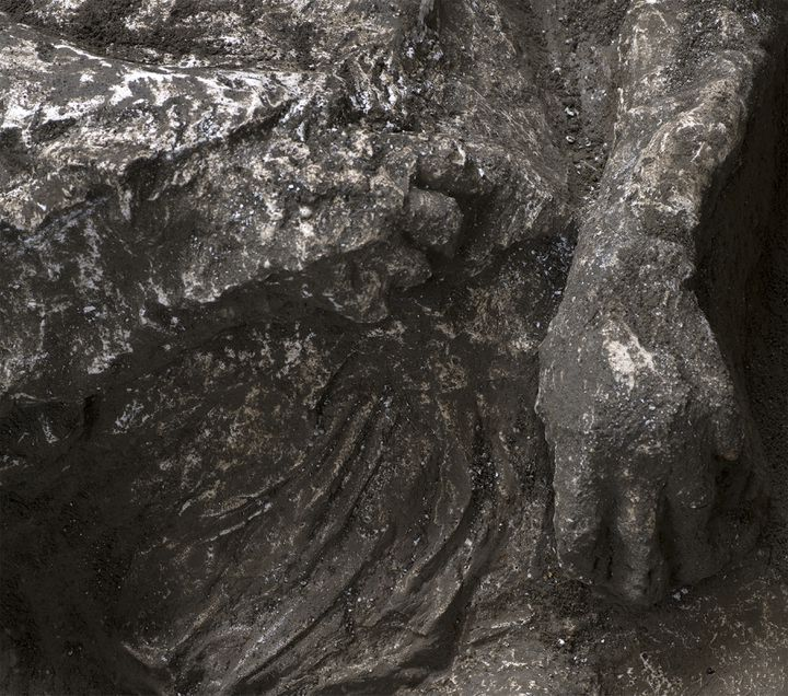 Photo d'un détail des moulages de restes de victimes de l'éruption de 79 à Pompei. Les moulages ont été dévoilés le 21 novembre 2020. (HANDOUT / POMPEI ARCHAEOLOGICAL PARK)