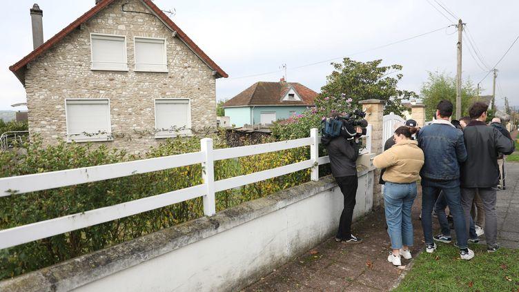 12 octobre 2019. A limay dans les Yvelines devant le domicile de Guy Joao, l'homme que la police écossaise suspectait d'être Xavier Dupont de Ligonnès. (PHOTOPQR / LE PARISIEN / MAXPPP)