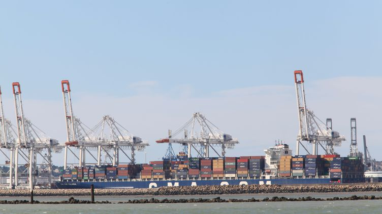 Le port du Havre (Seine-Maritime). C'est ici que, selon Europe 1, 300 kg de cocaïne ont été saisis dans un container, vendredi 8 novembre 2013. (MAXPPP)