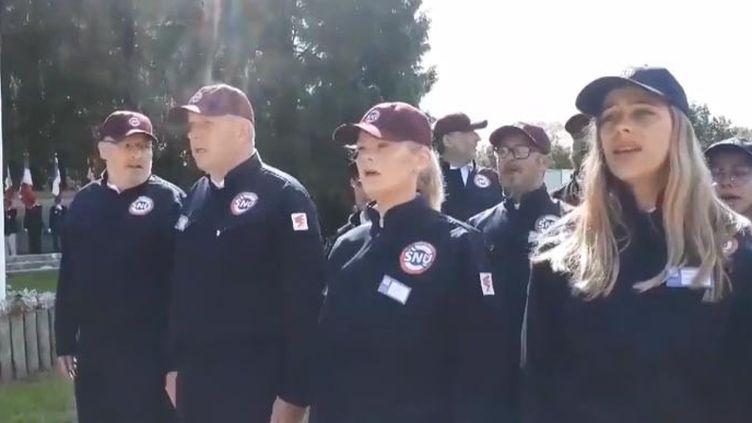 La Marseillaise est chantée lors du service national universel (FRANCEINFO)