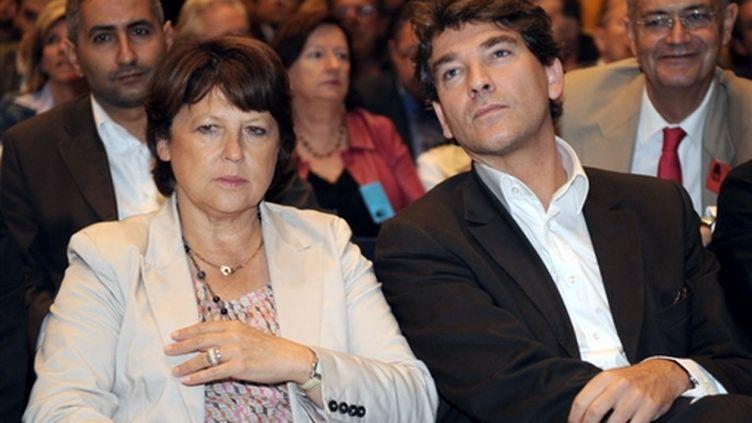 Les socialistes Martine Aubry et Arnaud Montebourg à la Mutualité, à Paris, le 12 septembre 2009. (© AFP/BORIS HORVAT)