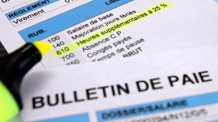 Le bulletin de salaire simplifié a été expérimenté en maisur 67 salariés de l'entreprise de chimie Solvay. (JEAN-FRANÇOIS FREY / MAXPPP)