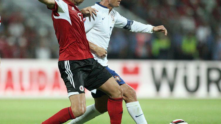 Contre toute attente, l'Albanie de Lorik Cana sera bien présente dans les stades français à l'Euro 2016. (GENT SHKULLAKU / AFP)