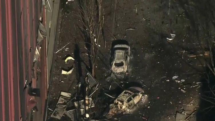 Aux États-Unis, le mystère reste entier concernant l'explosion à Nashville (Tennessee) d'un camping-car après la diffusion, par haut-parleur, d'un compte à rebours, vendredi 25 décembre. (CAPTURE D'ÉCRAN FRANCE 3)