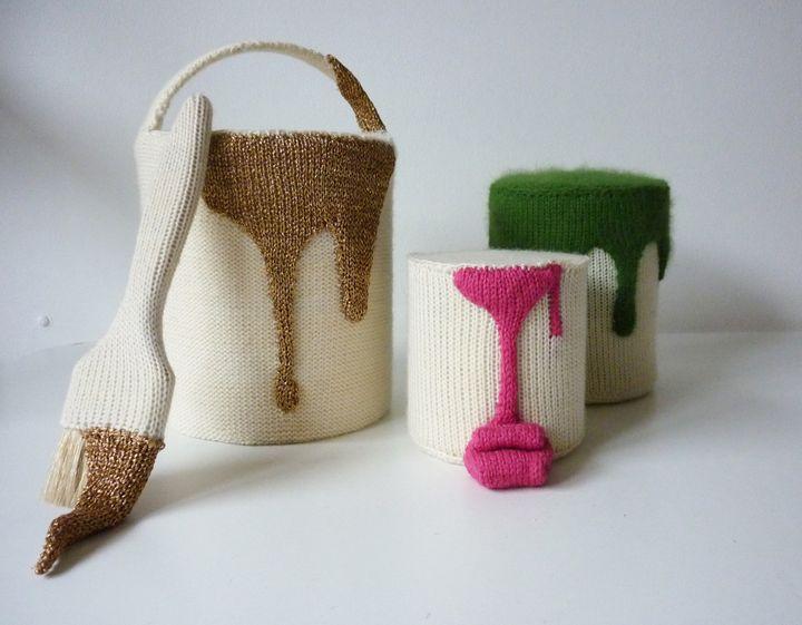 100% laine : Camille Dupuis, pots de peinture tricotés  (Camille Dupuis)