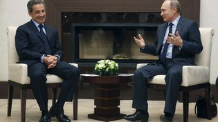 Vladimir Poutine et Nicolas Sarkozy dans la résidence de Novo-Ogarevo près de Moscou (Russie), le29 octobre 2015. (REUTERS )