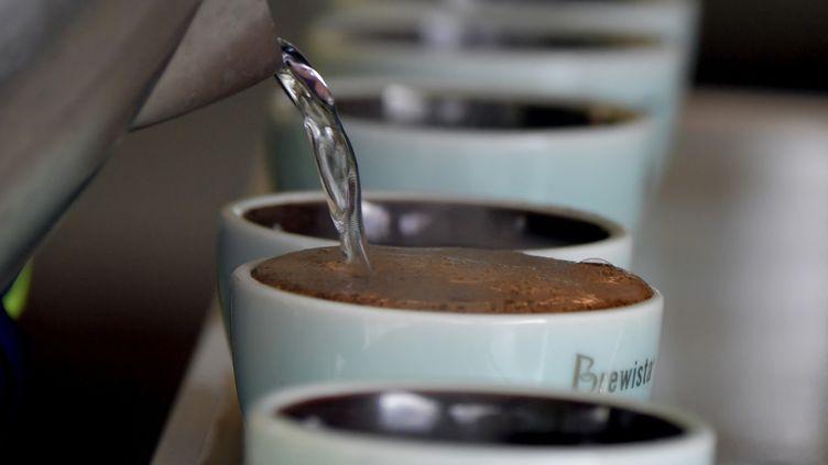 Des tasses de café. Photos d'illustration. (LUIS ACOSTA / AFP)