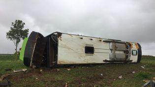 Un car Flixbus s'est renversé sur l'autoroiute A1, dimanche 3 novembre 2019, dans la somme faisant 33 blessés dont 4 graves. (FRANCE 3 / E. RAMIREZ)