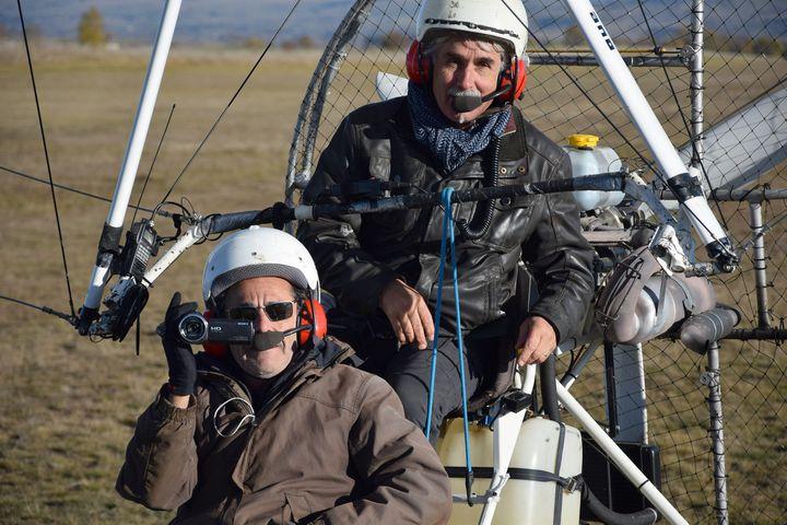 """Nicolas Vanier et Christian Moullec lors du tournage de """"Donne moi des Ailes"""" à Saint-Flour  (PHOTOPQR/LA MONTAGNE/MAXPPP)"""