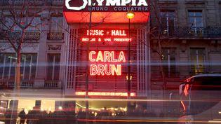 La façade de l'Olympia à Paris, avant le concert de Carla Bruni, mardi 11 mars 2014. (KENZO TRIBOUILLARD / AFP)