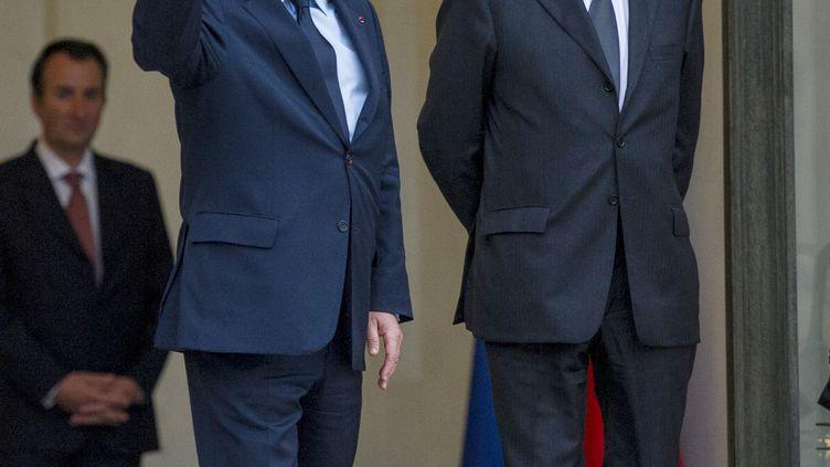 François Hollande (à gauche), et Jean-Marc Ayrault, 26 juin 2012 à Paris. (FRED DUFOUR / AFP)