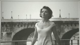 Juliette Binoche photographiée par Robert Doisneau  (capture d'écran France 3)