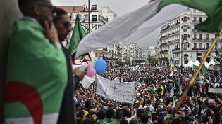 Des participants à la manifestation organisée à Alger (Algérie), vendredi 3 mai 2019. (RYAD KRAMDI / AFP)