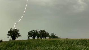 Des orages violents ont frappé jeudi 12 août au soir la région Auvergne-Rhône-Alpes. (CAPTURE ECRAN FRANCE 2)