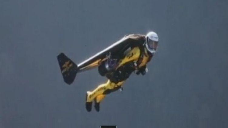 Jetman au dessus des Alpes - novembre 2011 (CHAF)