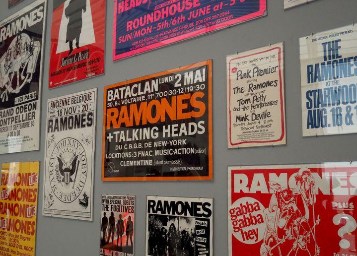 Les affiches de concerts des Ramones au Queens Museum.  (Thimothy A.Clary / AFP)