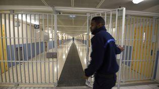 Uncouloir de la prison de Fleury-Mérogis (Essonne), le 29 octobre 2015. (ERIC FEFERBERG / AFP)