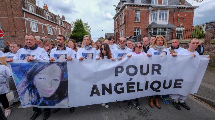 Une marche blanche est organisée à la mémoire d'Angélique, le 1er mai 2018 à Wambrechies (Nord). (THIERRY THOREL / CROWDSPARK / AFP)