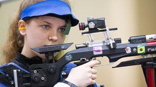 Océanne Muller concentrée en finale du tir à la carabine aux Jeux olympiques de Tokyo le 24 juillet 2021. (CURUTCHET VINCENT / KMSP)