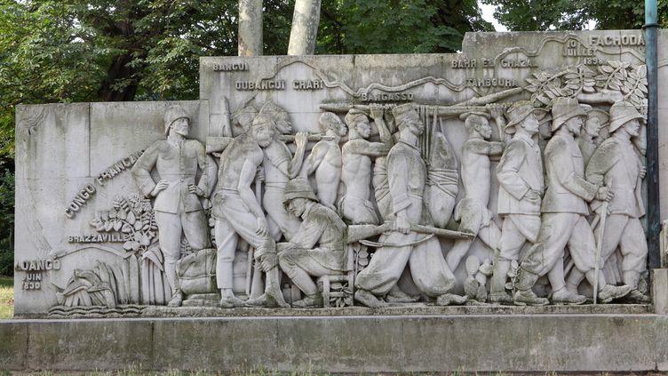 """Monument à la """"Gloire de la colonisation"""" érigé en 1931 à Paris. La statue montre la mission Marchand, partie du Congo vers le Nil en 1897. (MANUEL COHEN / MANUEL COHEN)"""