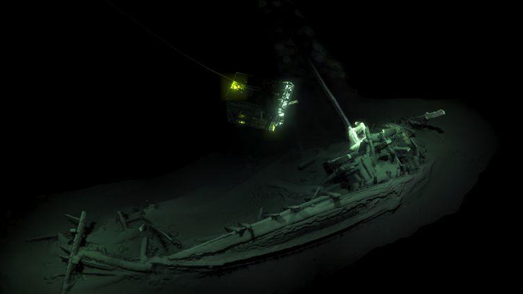 Photo diffusée le 23 octobre 2018 de l'épave intacte d'un ancien navire de commerce grec, découverte dans la mer Noire. (HO / BLACK SEA MAP / EEF EXPEDITIONS / AFP)