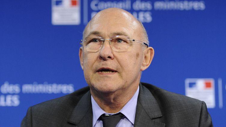 Le ministre du Travail Michel Sapin le 9 décembre 2013 à Bruxelles (Belgique). (JOHN THYS / AFP)