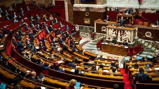 Le Premier ministre, Jean Castex, s'adresse aux députés dans l'hémicycle de l'Assemblée nationale, le 13 avril 2021. (XOSE BOUZAS / HANS LUCAS / AFP)