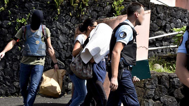 Arrestation d'un homme suspecté de radicalisation sur l'île de La Réunion, en avril 2017. (MAXPPP)