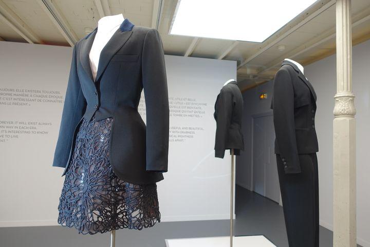 """Exposition """"Adrian et Alaïa. L'art du tailleur"""", à Paris, en janvier 2019 :plusieurs modèles signés Azzedine Alaïa.  (Corinne Jeammet)"""
