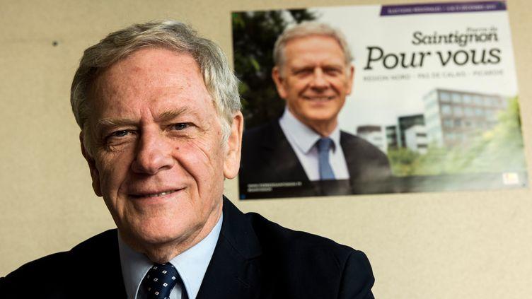 Pierre de Saintignon, la tête de liste socialiste aux régionales en Nord-Pas-de-Calais-Picardiedans sa permanence de campagne, le 29 septembre 2015 à Lille (Nord). (DENIS CHARLET / AFP)