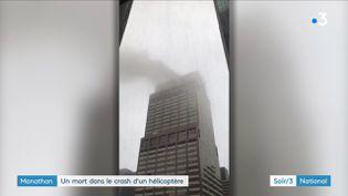 La fumée sur une tour de New York après le crash d'un hélicoptère (France 3)