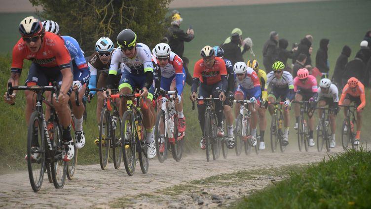 La 117e édition de la course cycliste classique d'un jour Paris-Roubaix, entre Compiègne et Roubaix, le 14 avril 2019. (ANNE-CHRISTINE POUJOULAT / AFP)
