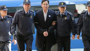 Lee Jae-yong , le vice-president du groupe Samsung, à son arrivée au bureau du procureur à Séoul, en Corée du Sud, le 25 février 2017. (EYEPRESS NEWS / AFP)