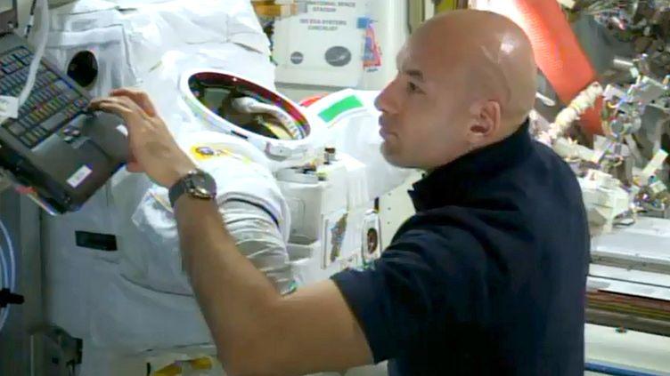 L'astronaute italien Luca Parmitano le 17 juillet 2013, dans la Station spatiale internationale. (NASA TV / AFP)