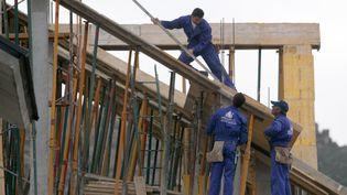 Des ouvriers travaillent sur un chantier à Madrid (Espagne). (MAXPPP)