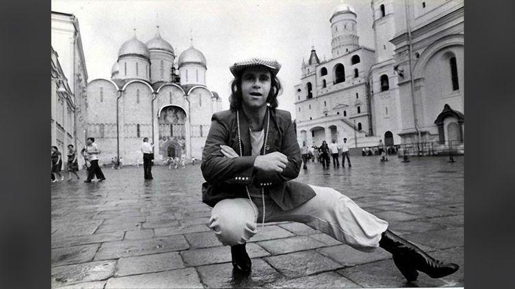 Elton John à Moscou, en mai 1979. (GRAHAM WOOD / DAILY MAIL VIA UNIVERSAL MUSIC)