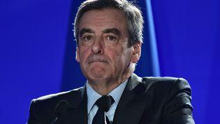 François Fillon le 6 avril 2017 dans son quartier général de campagne à Paris. (CHRISTOPHE ARCHAMBAULT / AFP)