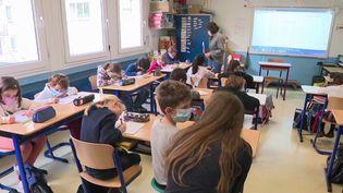 Covid-19 : des tests salivaires seront bientôt réalisés dans les écoles (France 3)