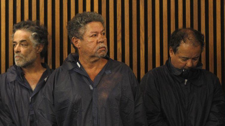 Onil, Pedro et Ariel Castro après leur arrestation, le 9 mai 2013 à Cleveland, dans l'Ohio (Etats-Unis). (MATT SULLIVAN / GETTY IMAGES NORTH AMERICA)