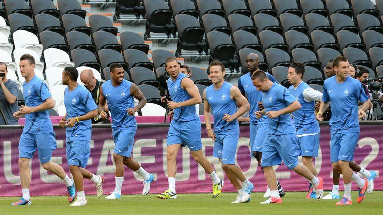 Les footballeurs de l'équipe de France s'entraînent à Donetsk (Ukraine), avant leur premier match de l'Euro, le 9 juin 2012. (PATRICK HERTZOG / AFP)