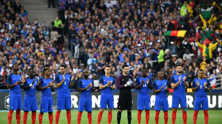 Les Bleus sur la ligne de départ de l'Euro (FRANCK FIFE / AFP)