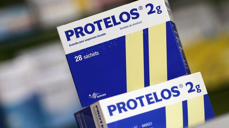 """Le Protelos, un médicament des laboratoires Servier, mis en cause par le député Bapt et le journal """"Libération"""". (THOMAS COEX / AFP PHOTO)"""