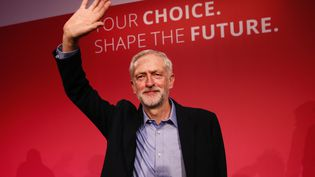 Jeremy Corbyn, représentant de l'aile gauche du Labour, le 12 septembre 2015 à Londres (Grande-Bretagne) après son élection à la tête du parti travailliste britannique. (STEFAN WERMUTH / REUTERS)